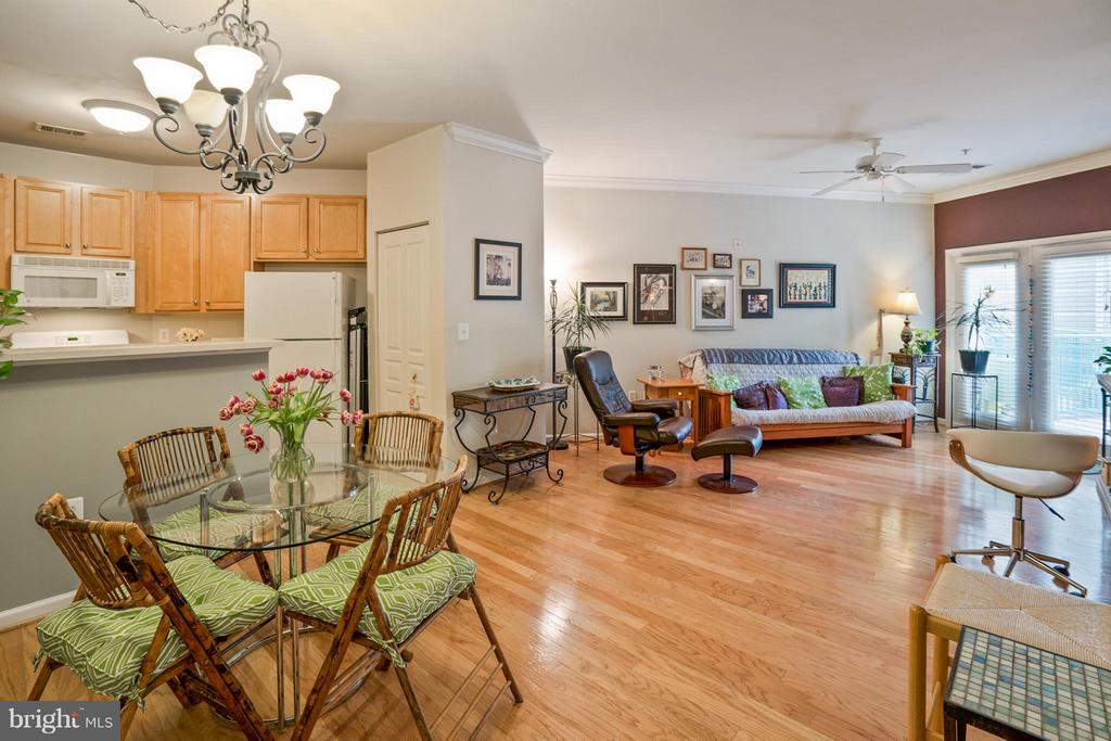 Live & Play in the Heart of Reston TC! - 12001 MARKET ST #152, RESTON