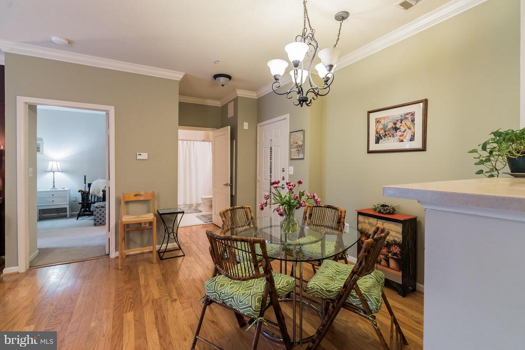 Soothing Paint Colors - 12001 MARKET ST #152, RESTON