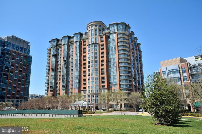 Exterior (Front) - 8220 CRESTWOOD HEIGHTS DR #708, MCLEAN