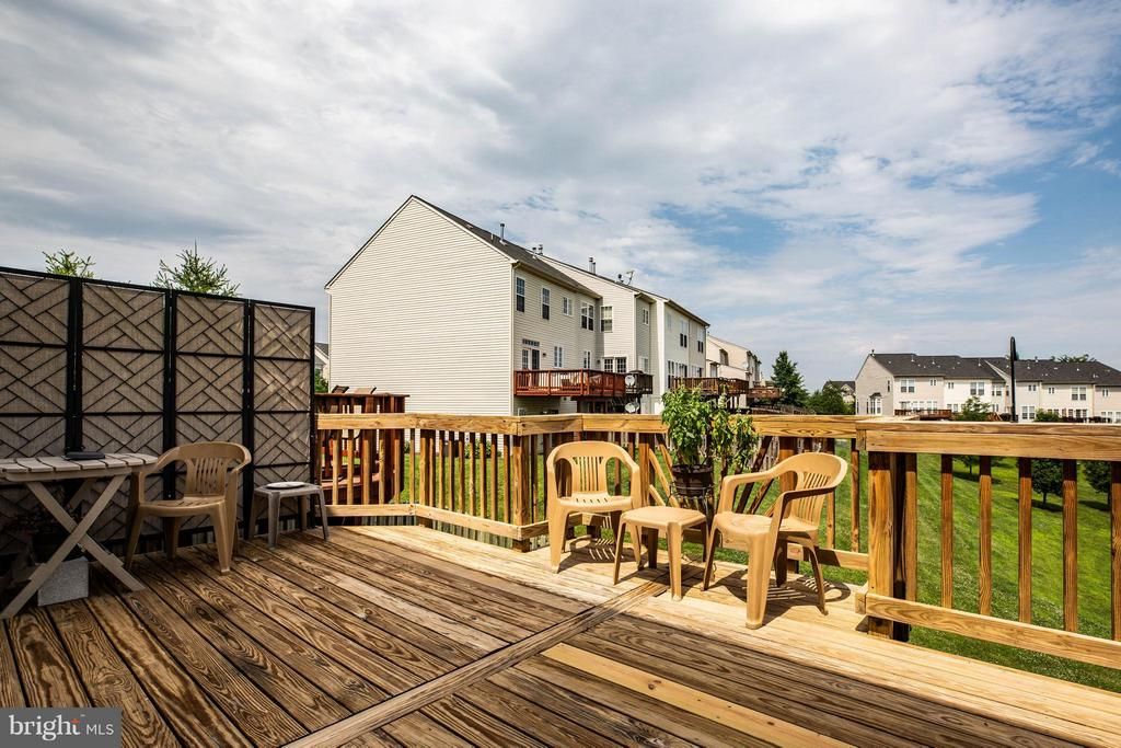 Large private deck for entertaining - 49 PIKE PL, STAFFORD