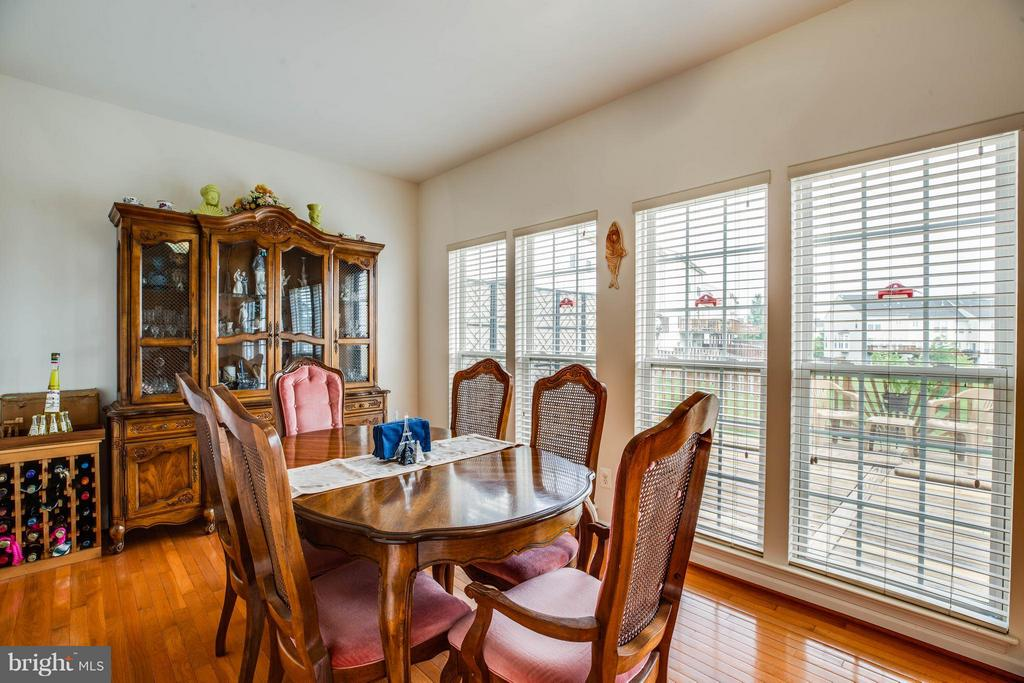 Sunroom glows with natural light - 49 PIKE PL, STAFFORD
