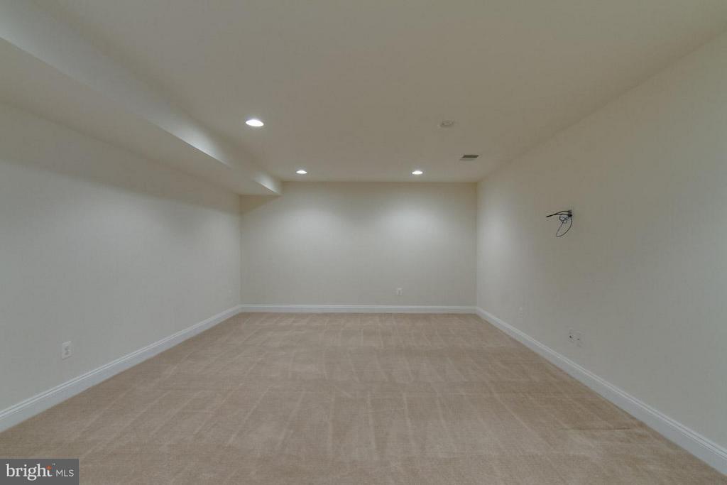Basement Theater Room - 5 KETTLEBROOK CT, STAFFORD