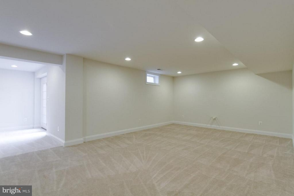 Basement Rec Room - 5 KETTLEBROOK CT, STAFFORD