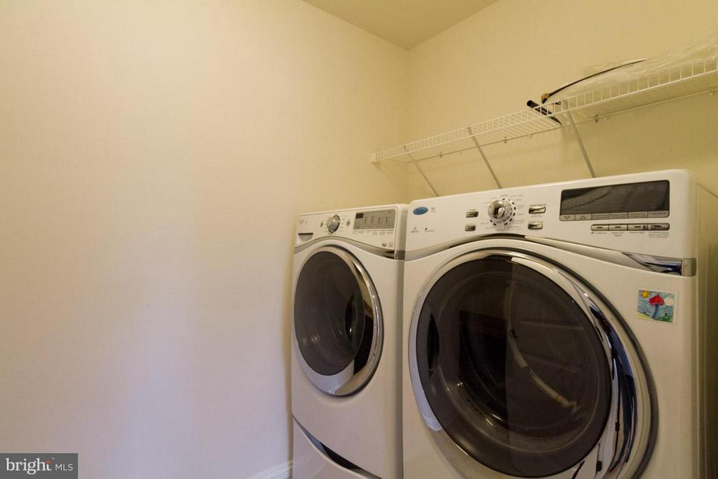 Upstairs Laundry with High Efficiency Washer/Dryer - 5 KETTLEBROOK CT, STAFFORD