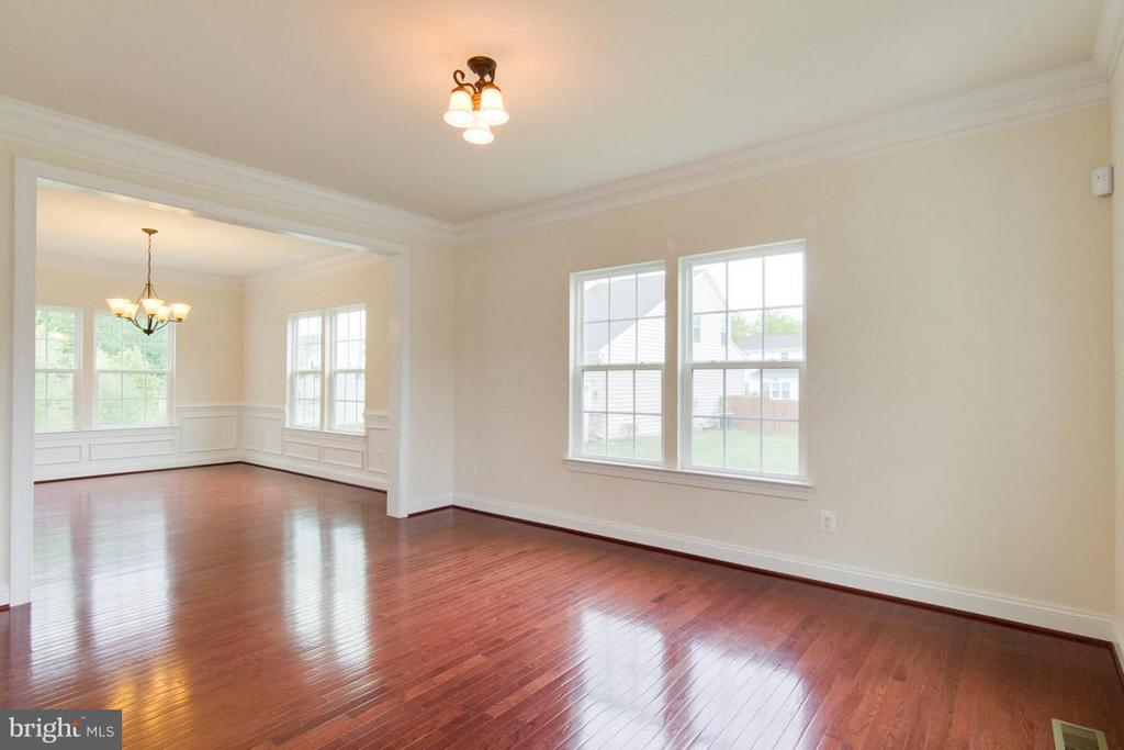Living Room - 5 KETTLEBROOK CT, STAFFORD