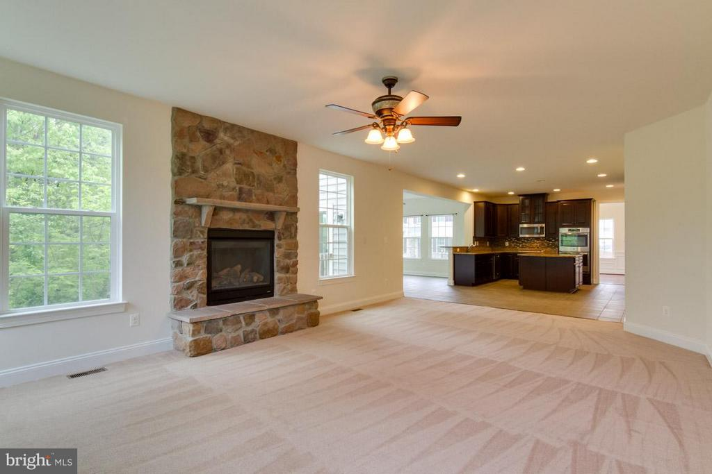 Family Room  view to Kitcchen & Sunroom - 5 KETTLEBROOK CT, STAFFORD