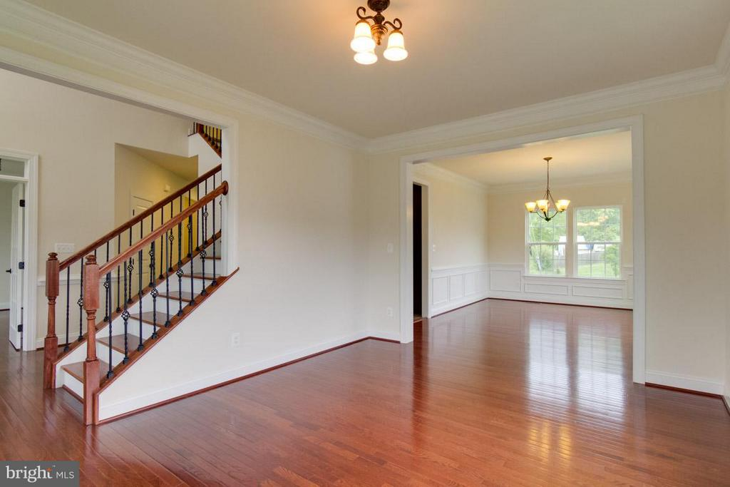 Living Room to Dining - 5 KETTLEBROOK CT, STAFFORD