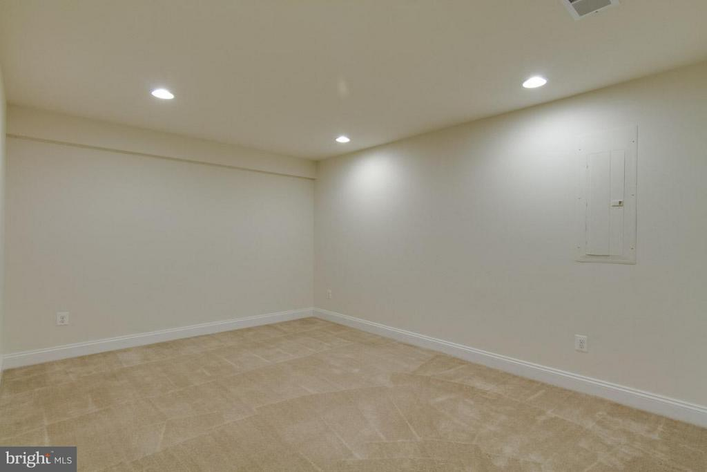 Basement Den or Exercise Room - 5 KETTLEBROOK CT, STAFFORD