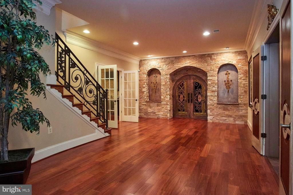 Lower Foyer - 1532 CROWELL RD, VIENNA