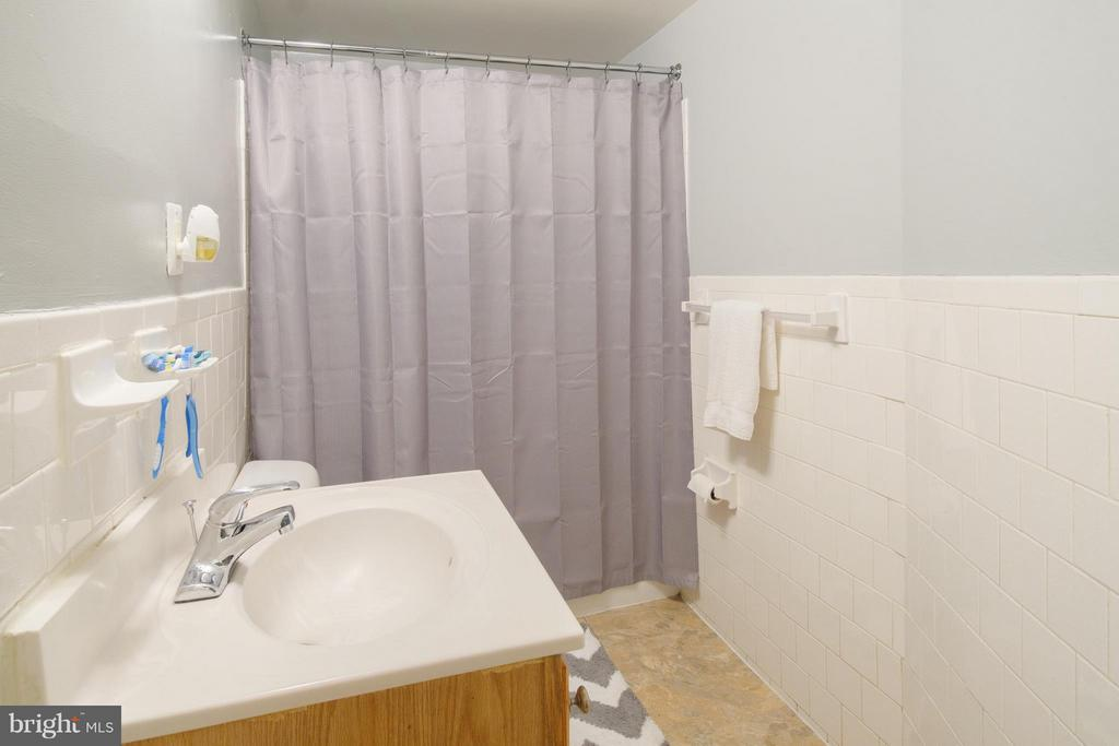 Bath - 1436 W ST NW #204, WASHINGTON