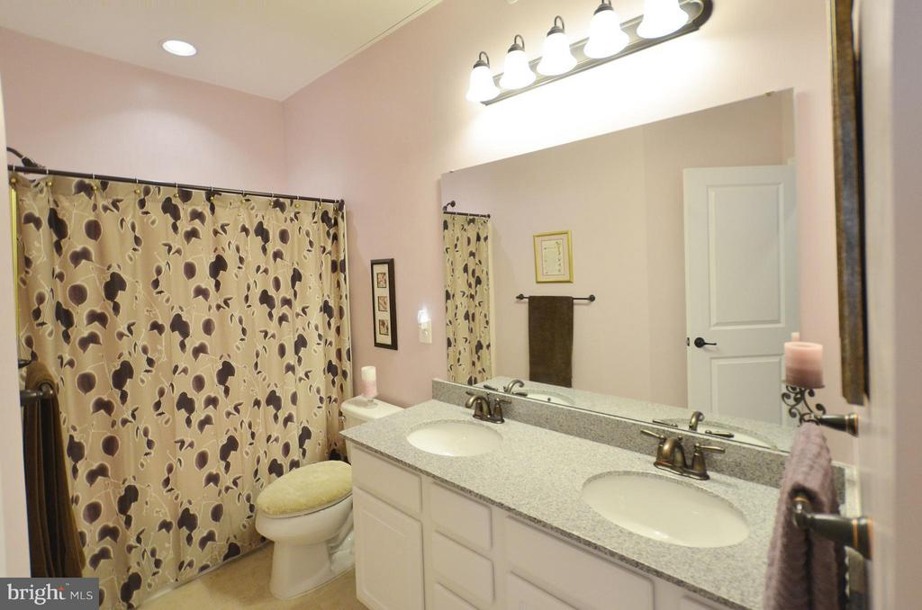 Hall Bathroom - 21627 ROMANS DR, ASHBURN