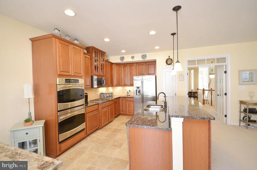 Gourmet Kitchen with Upgraded Cabinets - 21627 ROMANS DR, ASHBURN