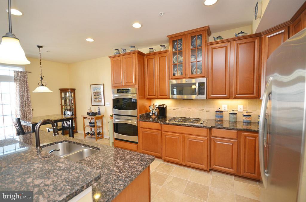 Gourmet Kitchen with Undermount Lighting - 21627 ROMANS DR, ASHBURN