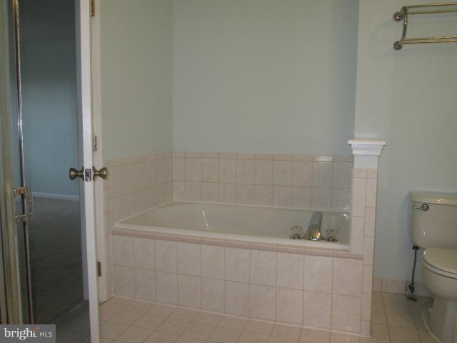 Bath - 43304 GREYSWALLOW TER, ASHBURN