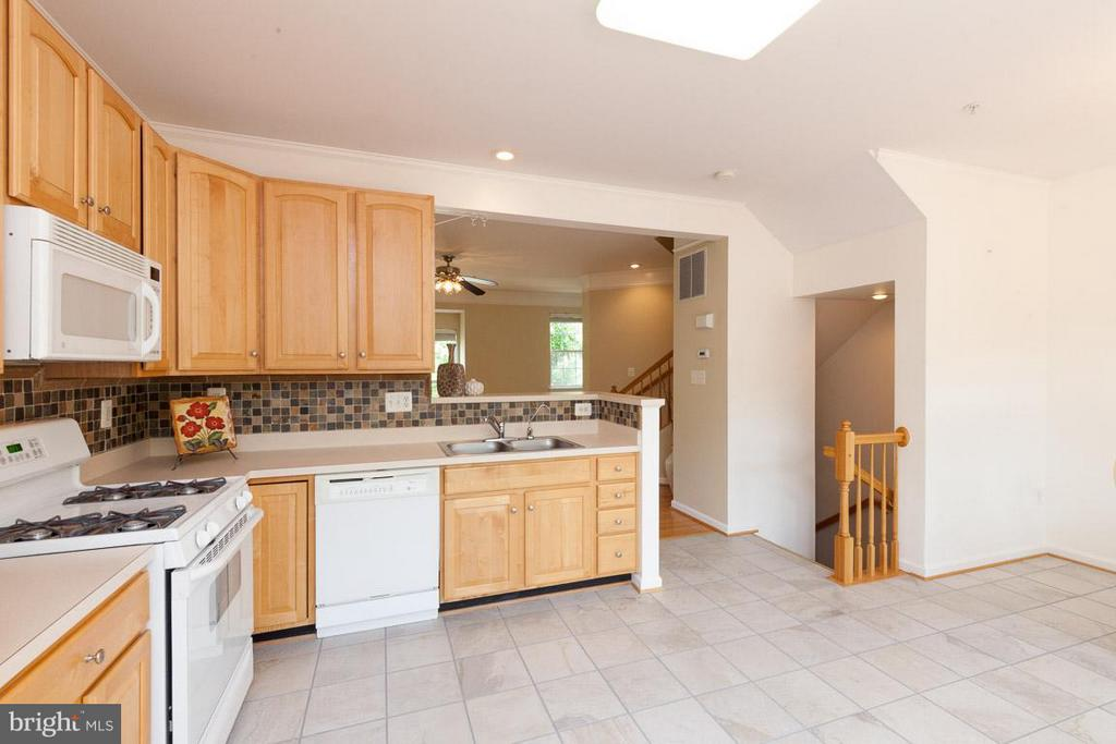 Large kitchen with open floorplan to liv rm/din rm - 3626 SINGLETON TER, FREDERICK