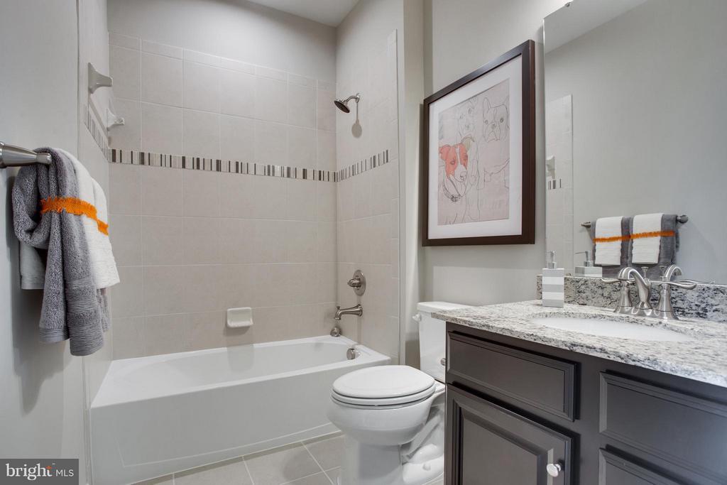 Bath - 1040 RIVER HERITAGE BLVD, DUMFRIES