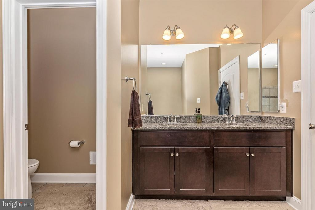 Double vanity and water closet. - 20118 ONEALS PL, HAGERSTOWN