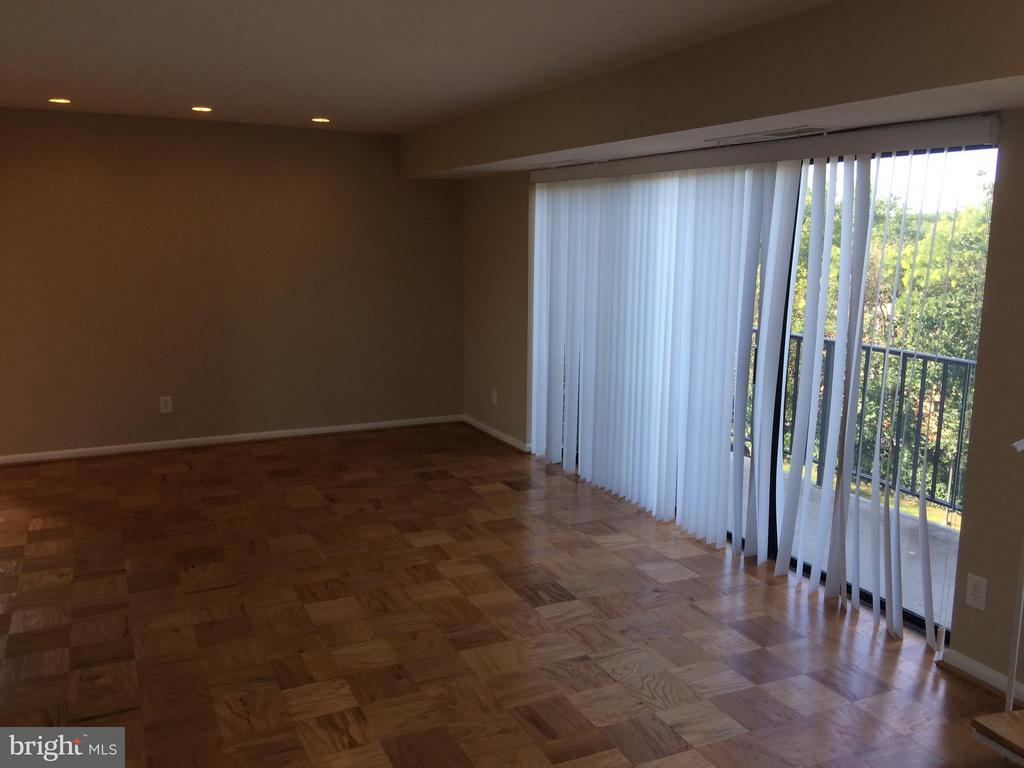 Living Room - 9900 GEORGIA AVE #27-412, SILVER SPRING