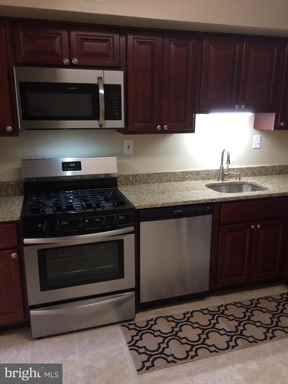 Kitchen - 9900 GEORGIA AVE #27-412, SILVER SPRING