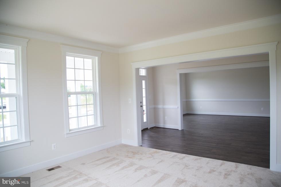 Living Room - PRESIDIO PL, ROUND HILL