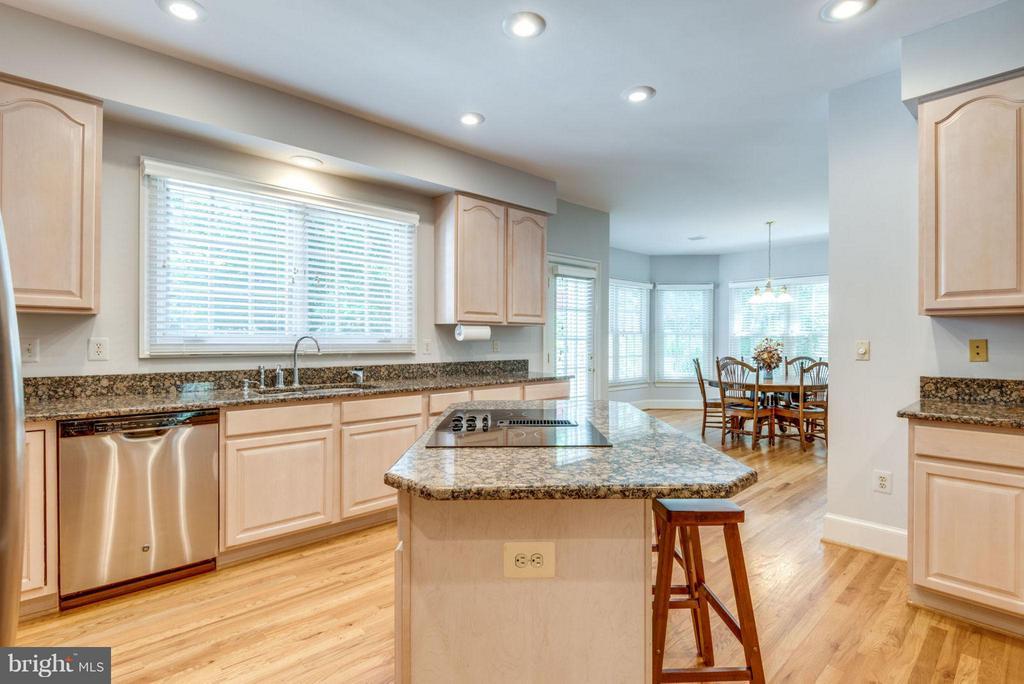 Kitchen - 47750 BRAWNER PL, STERLING