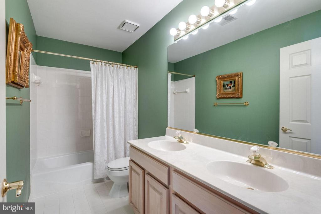 Bath (Full Bath #2) - 47750 BRAWNER PL, STERLING