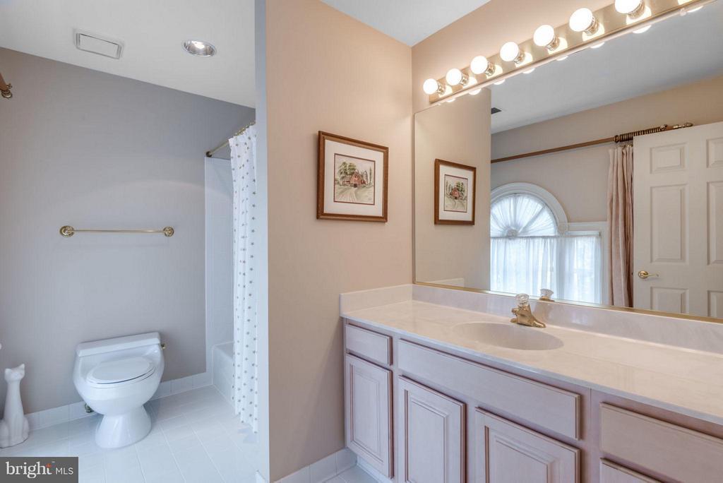Bath (Full Bath #3) - 47750 BRAWNER PL, STERLING
