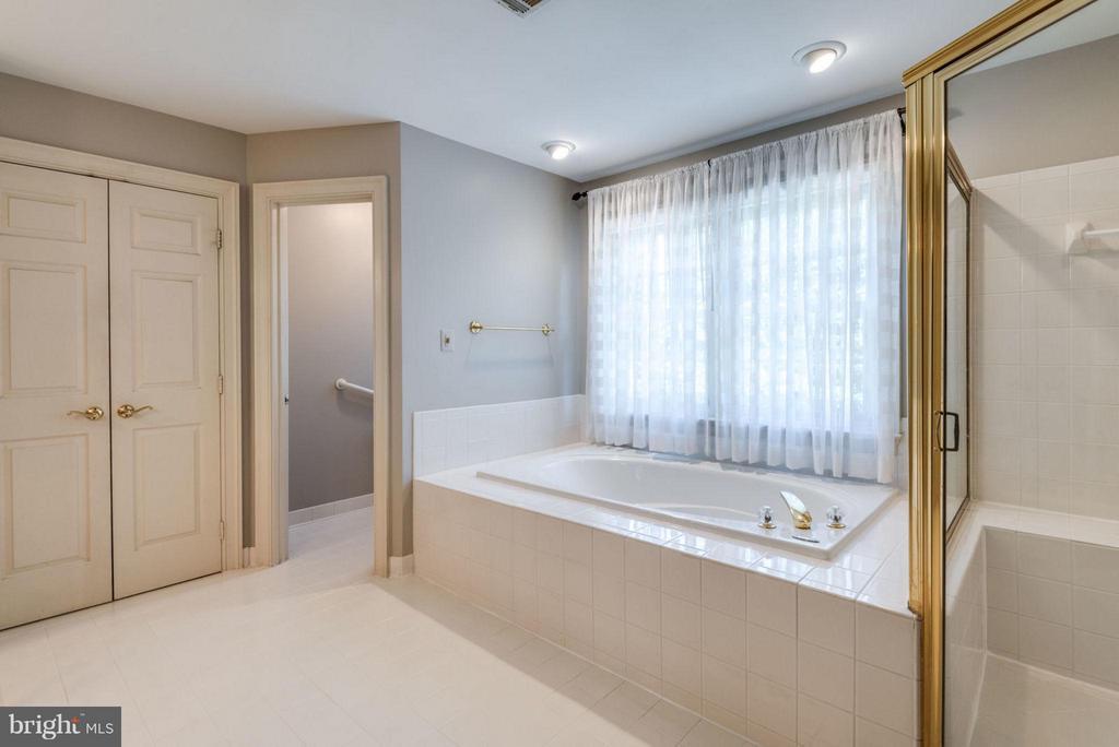 Bath (Master) - 47750 BRAWNER PL, STERLING