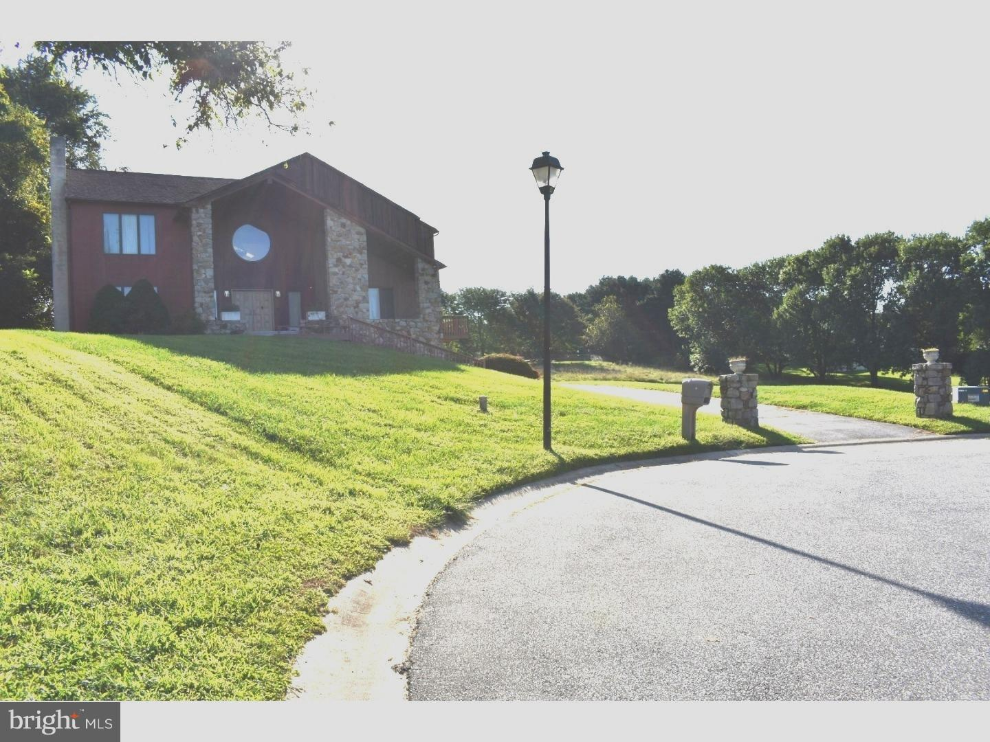 Photo of home for sale at 6 Kelly Lane, Newark DE