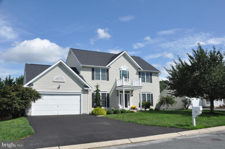 Photo of home for sale at 816 Mayfair Way, Eldersburg MD
