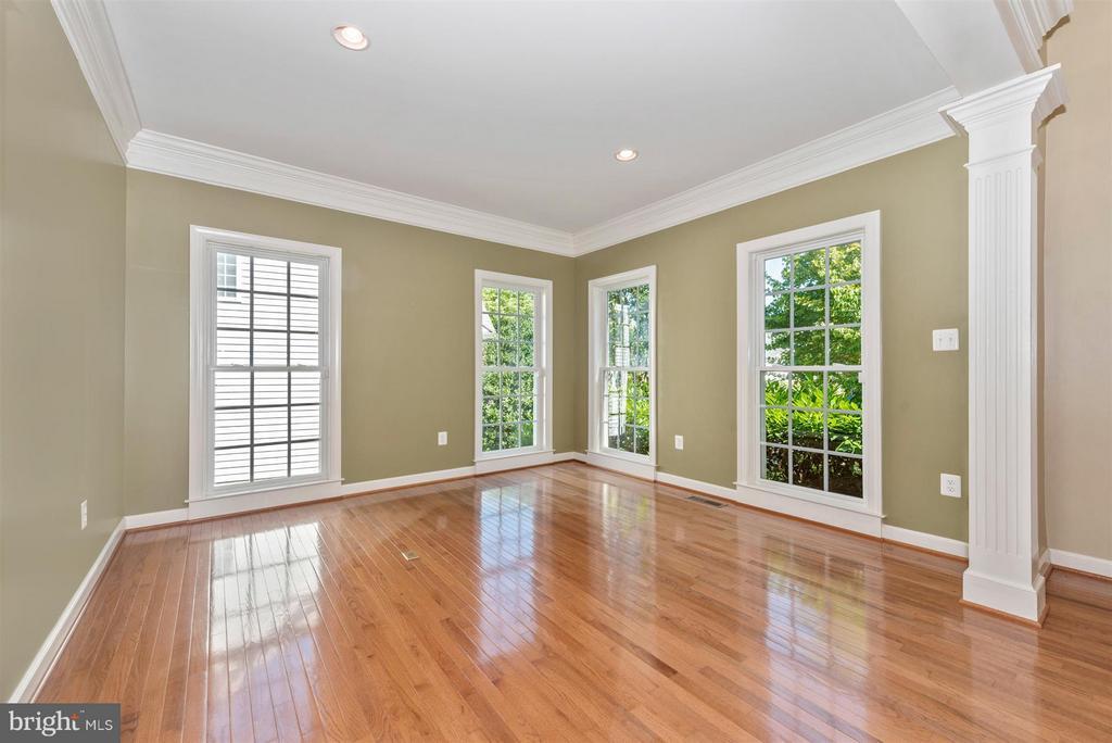Living Room - 9111 CHARTERHOUSE RD, FREDERICK