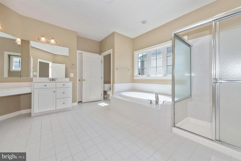 Bath (Master) - 9111 CHARTERHOUSE RD, FREDERICK
