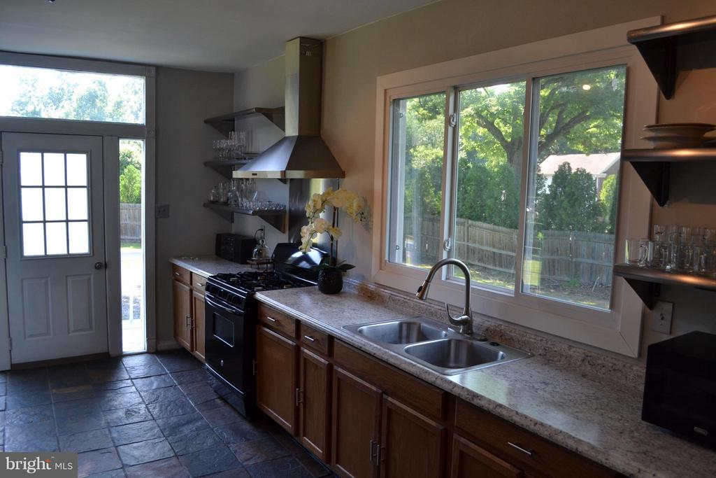 Kitchen - 5707 MISTY DR, LANHAM