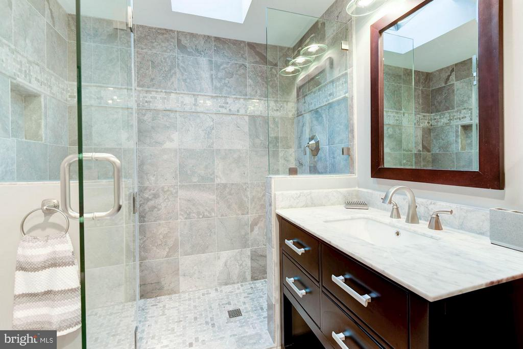 Main Level Full Bath - 8220 BRADY ST, ALEXANDRIA