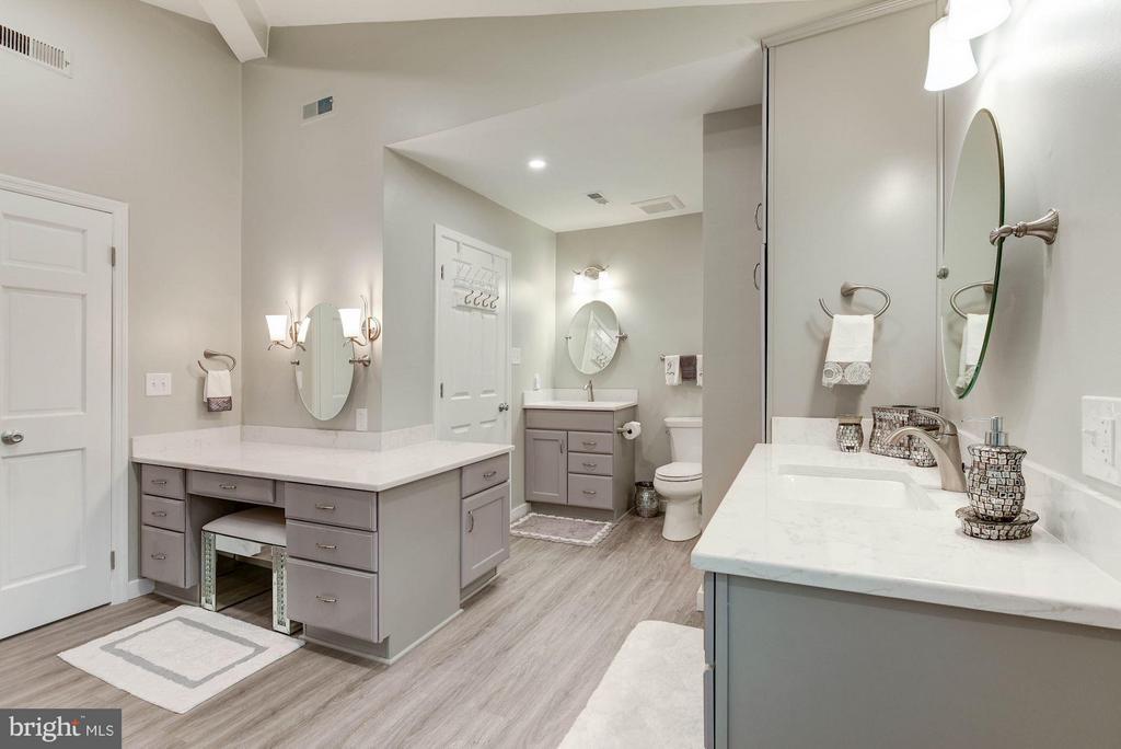 Gorgeously Updated Master Bath! - 8220 BRADY ST, ALEXANDRIA