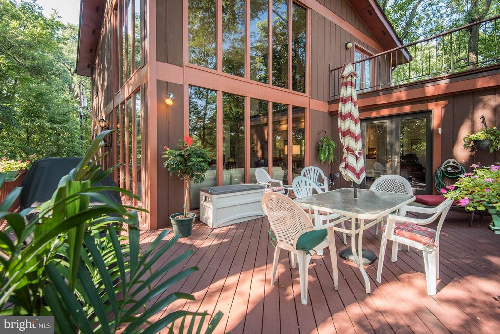 Large Deck Space - 8220 BRADY ST, ALEXANDRIA