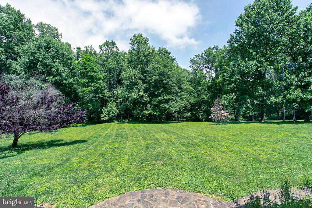 Sweeping Private Acreage - 16808 OAK HILL RD, SILVER SPRING