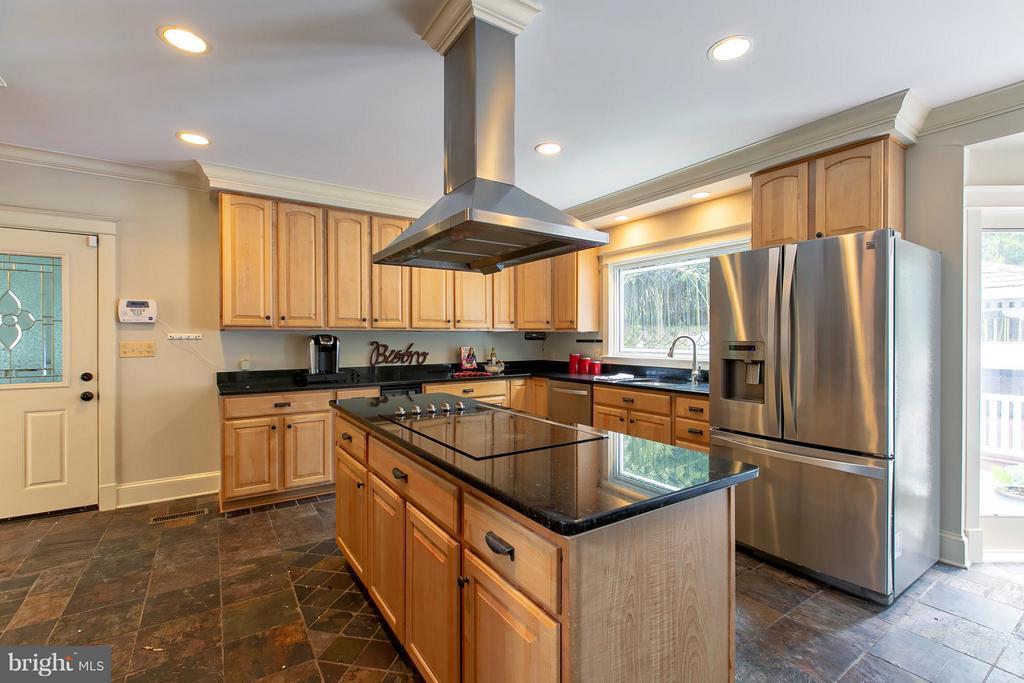 Updated Kitchen w/ 42