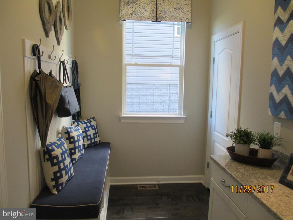 Mud room entrance from the garage - 8395 PINE BLUFF RD, FREDERICK