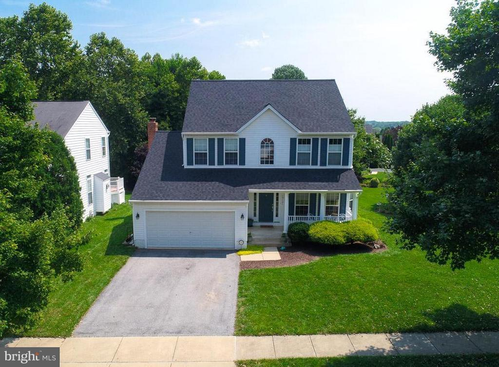 Backing to wooded preserve - 19101 ABBEY MANOR DR, BROOKEVILLE