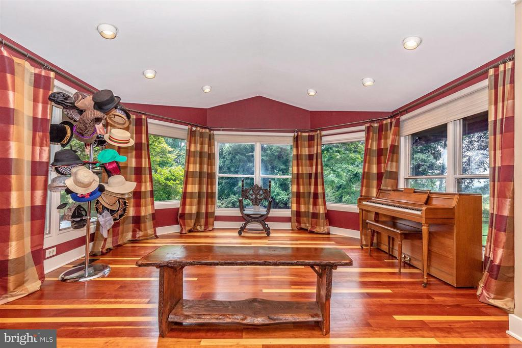 Amazing Sunroom - Great Natural Light - 6303 WINPENNY DR, FREDERICK