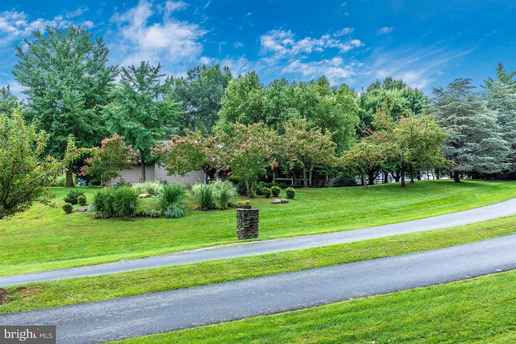 Beautiful Home on a Gorgeous 2+ Acre Lot - 6303 WINPENNY DR, FREDERICK