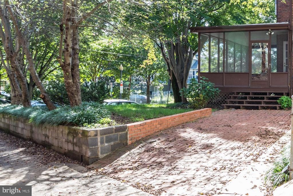 Brick driveway with alley access - 1533 FOXHALL RD NW, WASHINGTON