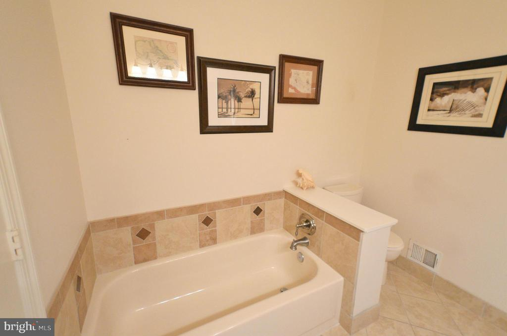 Bath (Master) - 44051 GALA CIR, ASHBURN