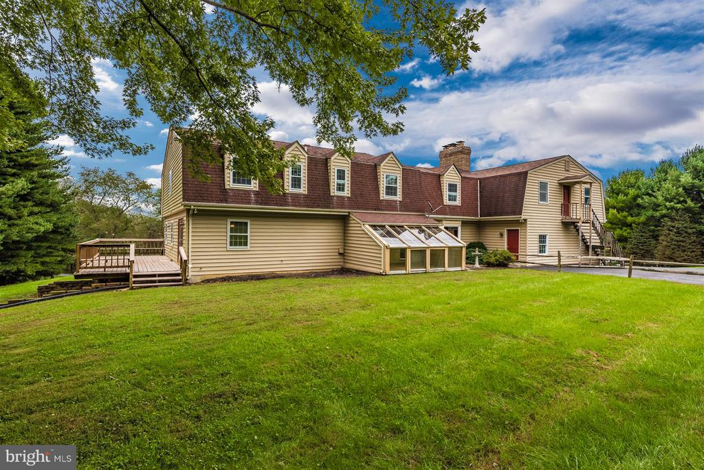 Large deck, glass greenhouse! - 12403 HILL CT, MOUNT AIRY