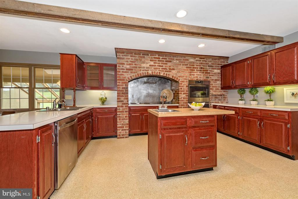 Jenn-Air stove with downdraft! - 12403 HILL CT, MOUNT AIRY