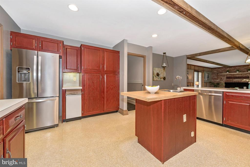All Stainless Steel applicances! - 12403 HILL CT, MOUNT AIRY