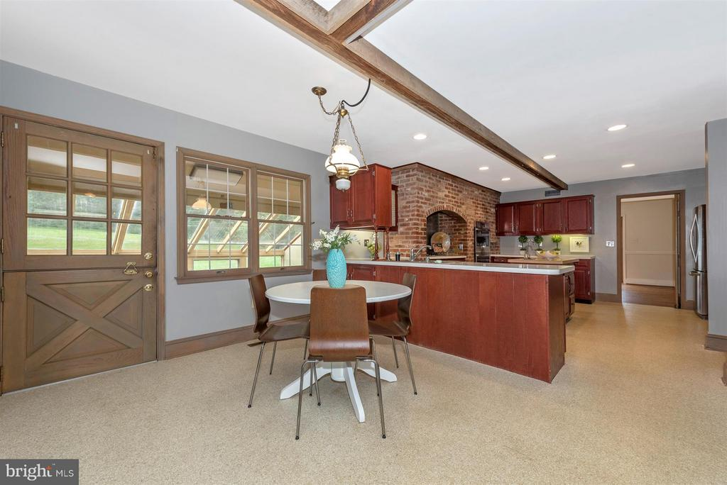 Eat-in Kitchen! - 12403 HILL CT, MOUNT AIRY