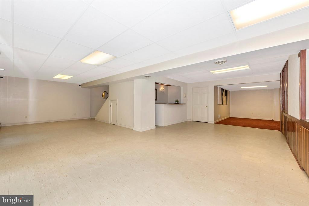Large finished Basement with Slider to backyard! - 12403 HILL CT, MOUNT AIRY