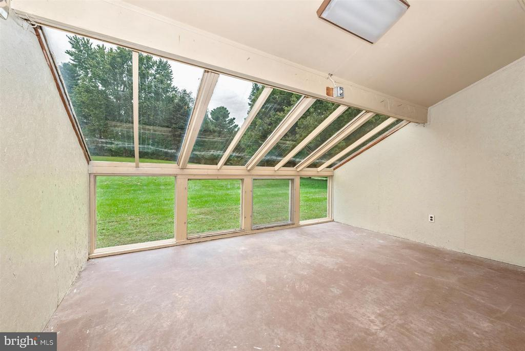 Sunroom/Greenhouse off Family Room - 12403 HILL CT, MOUNT AIRY